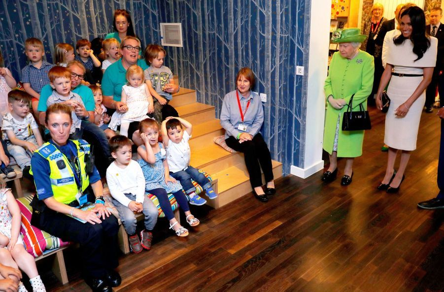 Meghan Markle Et La Reine Elizabeth II En Viste Dans Le Nord De L'Angleterre ( 19