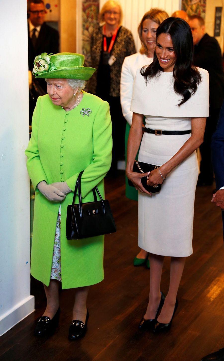 Meghan Markle Et La Reine Elizabeth II En Viste Dans Le Nord De L'Angleterre ( 20