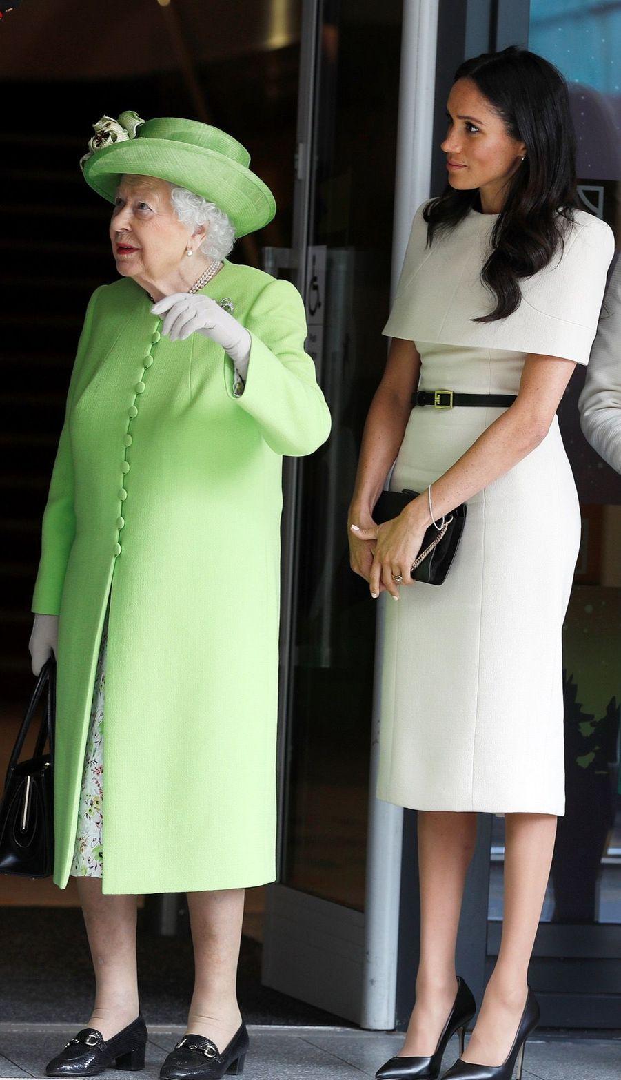 Meghan Markle Et La Reine Elizabeth II En Viste Dans Le Nord De L'Angleterre ( 21