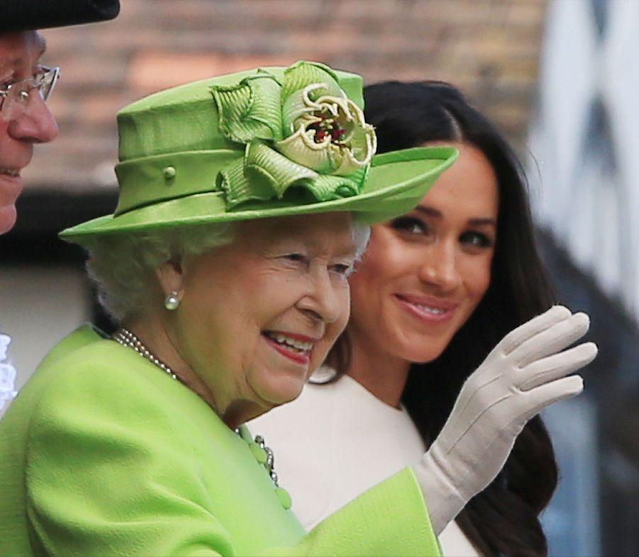 Meghan Markle Et La Reine Elizabeth II En Viste Dans Le Nord De L'Angleterre ( 24