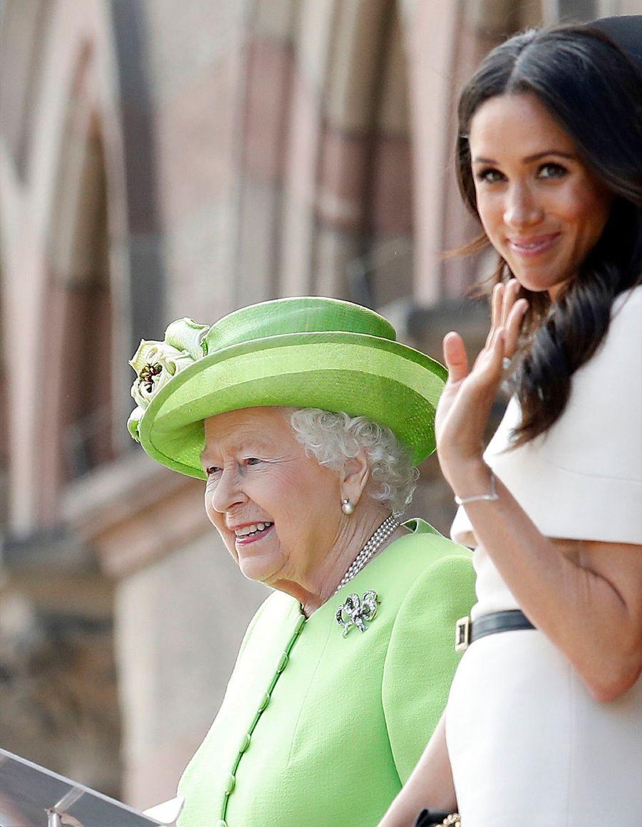 Meghan Markle Et La Reine Elizabeth II En Viste Dans Le Nord De L'Angleterre ( 25