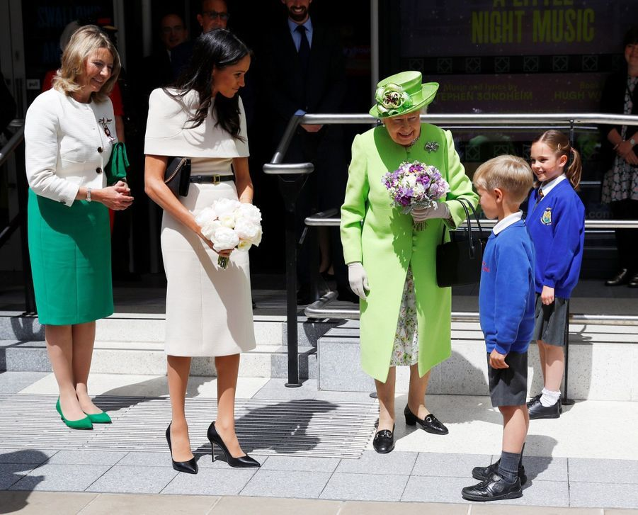 Meghan Markle Et La Reine Elizabeth II En Viste Dans Le Nord De L'Angleterre ( 26