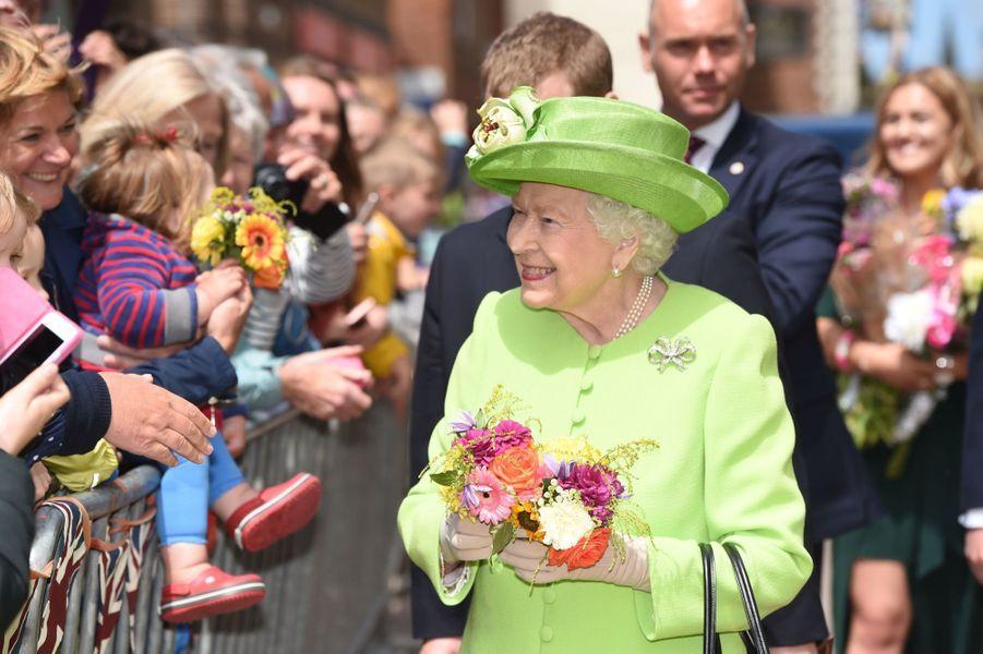 Meghan Markle Et La Reine Elizabeth II En Viste Dans Le Nord De L'Angleterre ( 28
