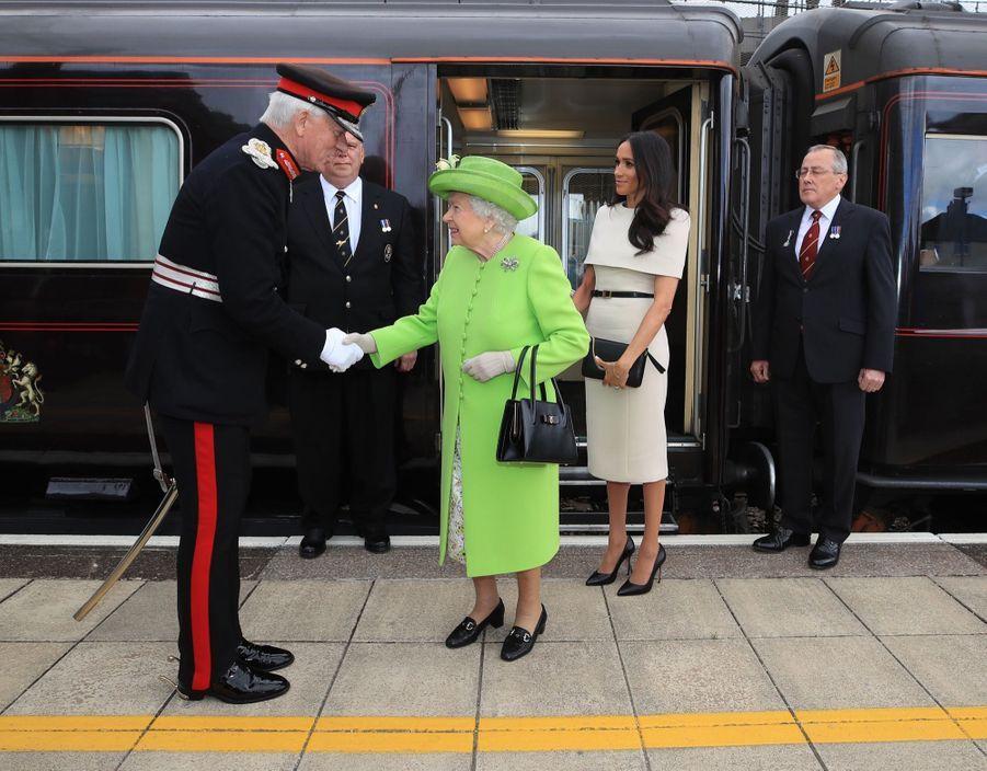 Meghan Markle Et La Reine Elizabeth II En Viste Dans Le Nord De L'Angleterre ( 3