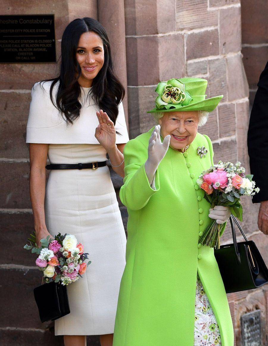 Meghan Markle Et La Reine Elizabeth II En Viste Dans Le Nord De L'Angleterre ( 30
