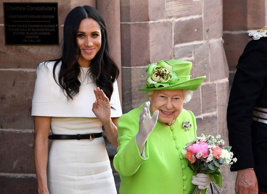 Meghan Markle Et La Reine Elizabeth II En Viste Dans Le Nord De L'Angleterre ( 31