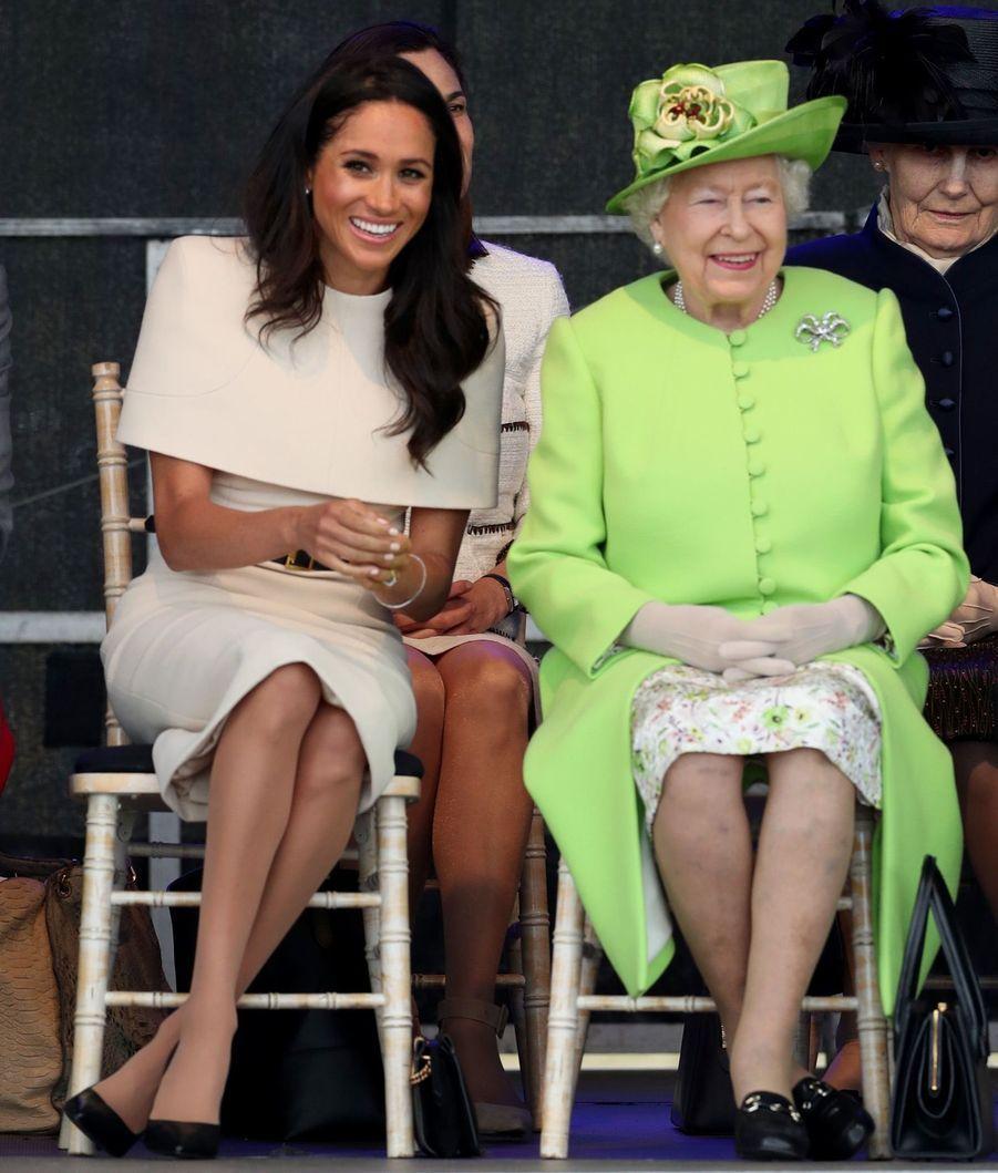 Meghan Markle Et La Reine Elizabeth II En Viste Dans Le Nord De L'Angleterre ( 4