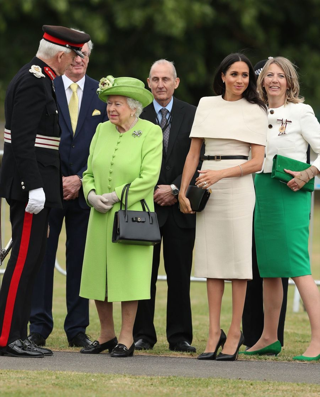 Meghan Markle Et La Reine Elizabeth II En Viste Dans Le Nord De L'Angleterre ( 5