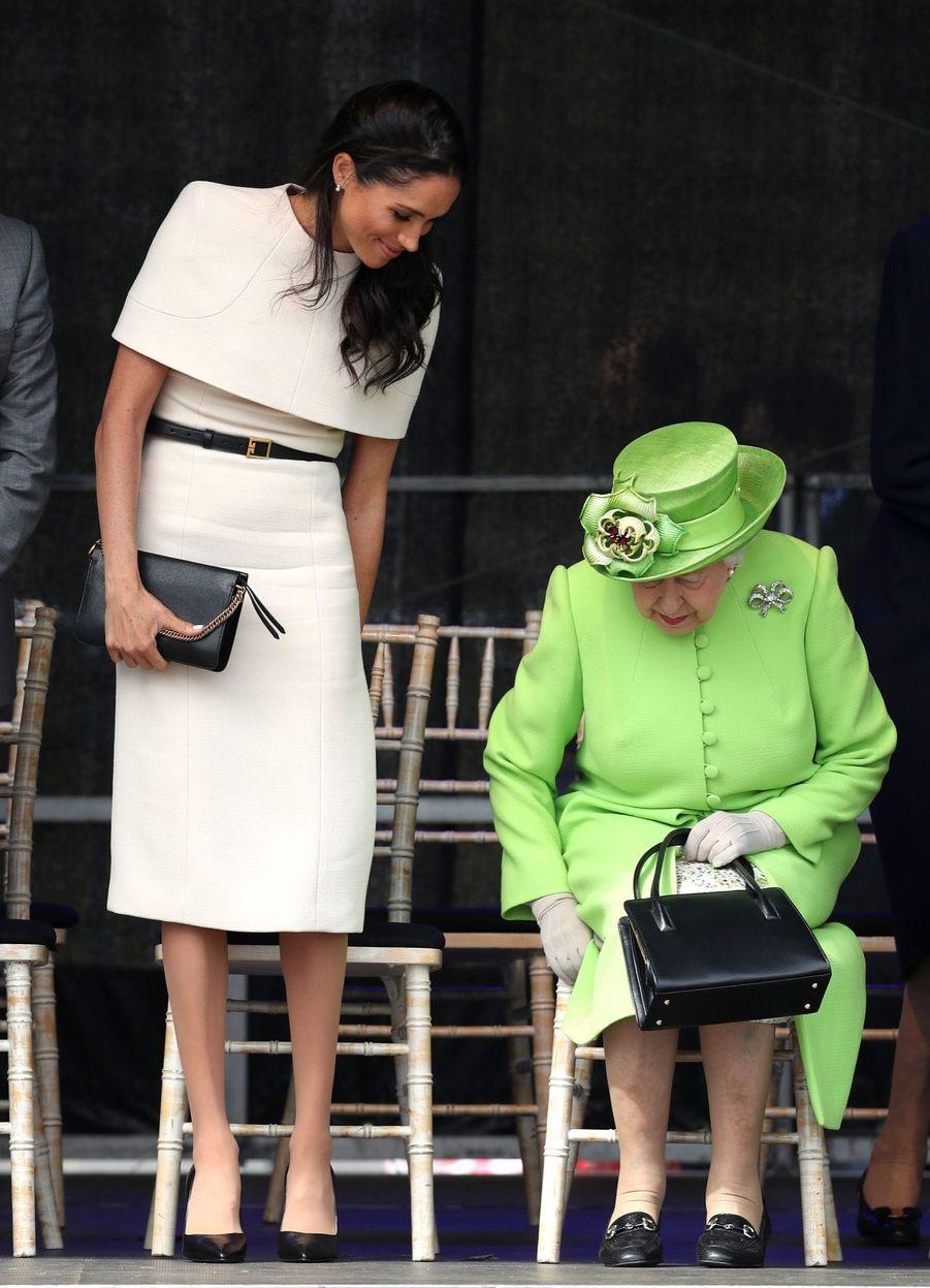 Meghan Markle Et La Reine Elizabeth II En Viste Dans Le Nord De L'Angleterre ( 6