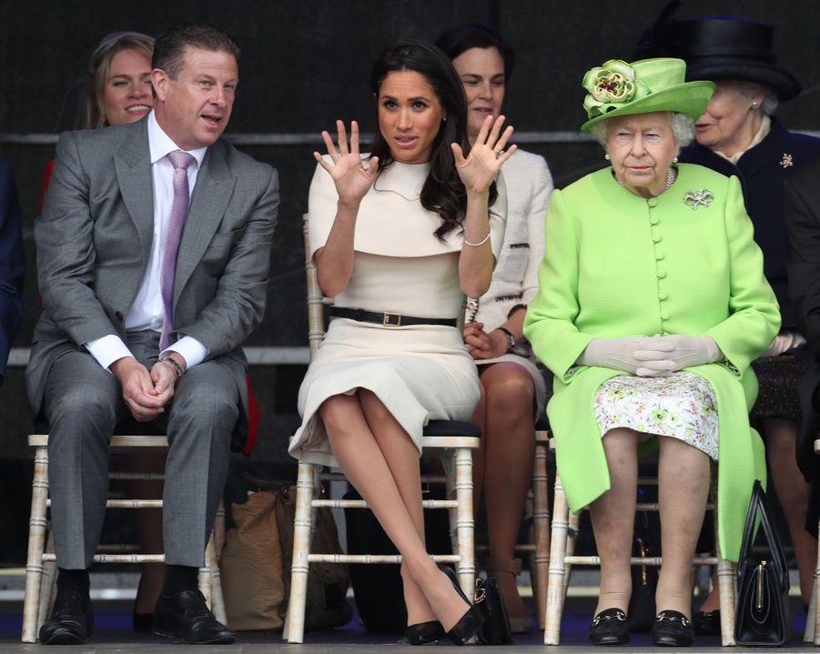 Meghan Markle Et La Reine Elizabeth II En Viste Dans Le Nord De L'Angleterre ( 7