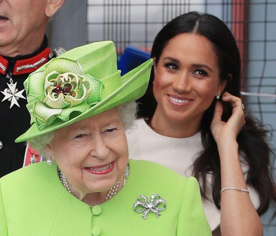 Meghan Markle Et La Reine Elizabeth II En Viste Dans Le Nord De L'Angleterre ( 8