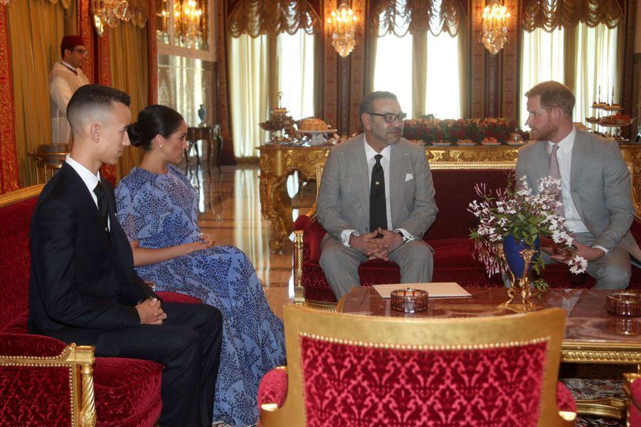 Le prince britannique Harry et son épouse Meghan ont rencontré le roi du Maroc Mohammed VI, à Rabat, lundi.