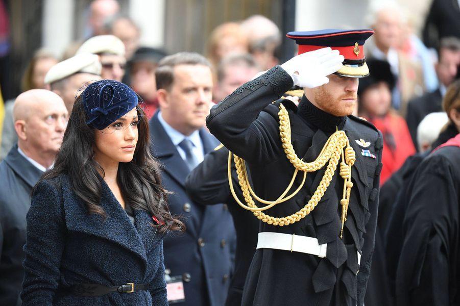 Meghan Markle et le prince Harry se recueillent au Field of Remembrance à l'abbaye de Westminster à Londres le 7 novembre 2019