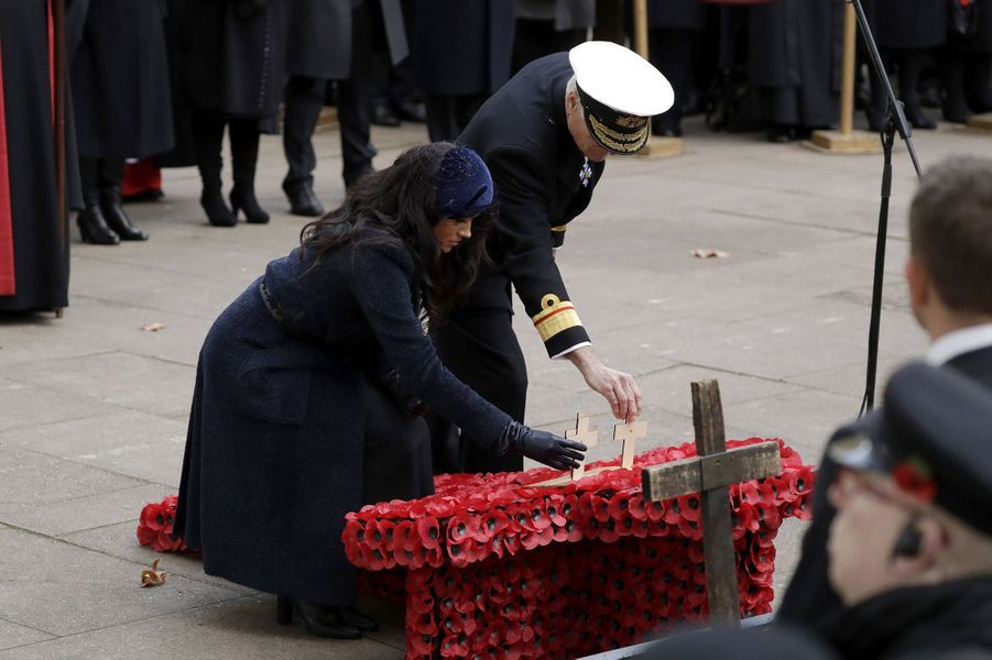 Meghan Markle et le prince Harry se recueillent auField of Remembrance à l'abbaye de Westminster à Londres le 7 novembre 2019