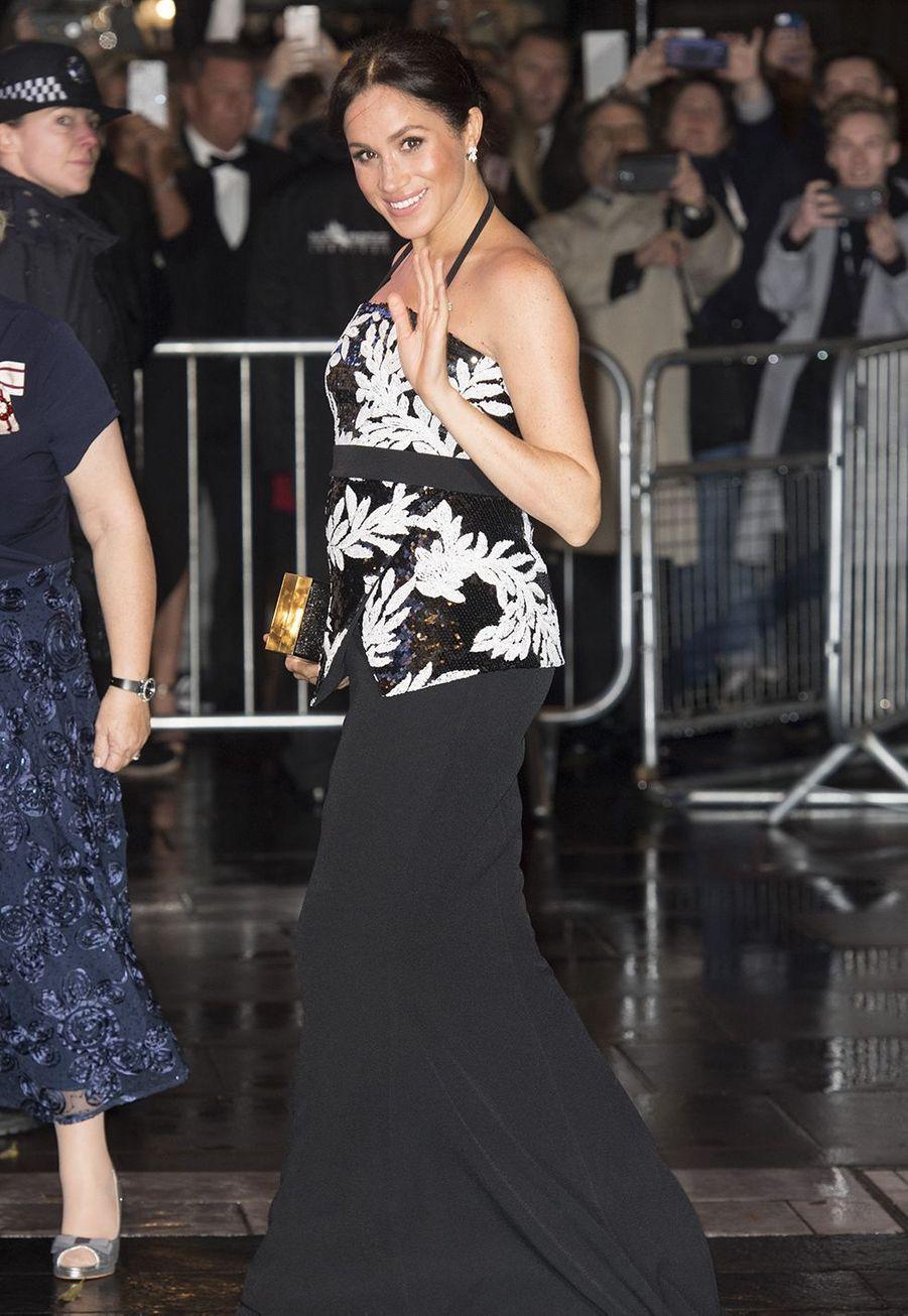 Meghan Markle arrive à la soirée des Royal Variety Performance à Londres, le 19 novembre 2018.