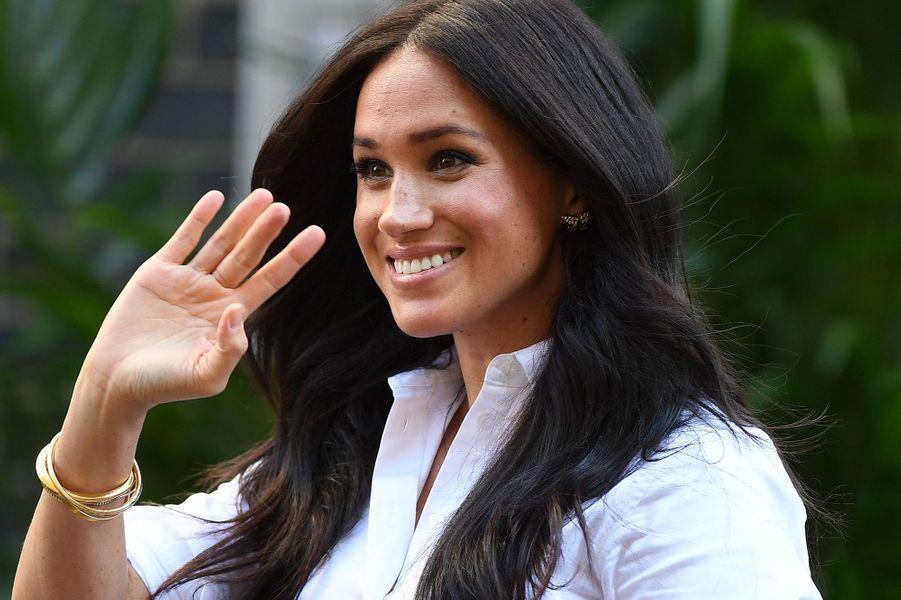 Pour sa sortie à Londres le 12 septembre 2019, Meghan Markle portait des boucles d'oreille en forme de papillon qui appartenaient à Lady Diana