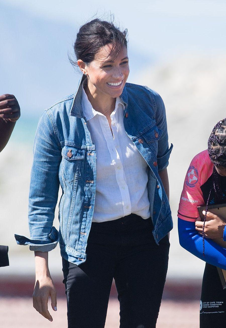 Meghan Markle avec l'association Waves of Changes le 24 septembre 2019 lors son voyage en Afrique avec le prince Harry.