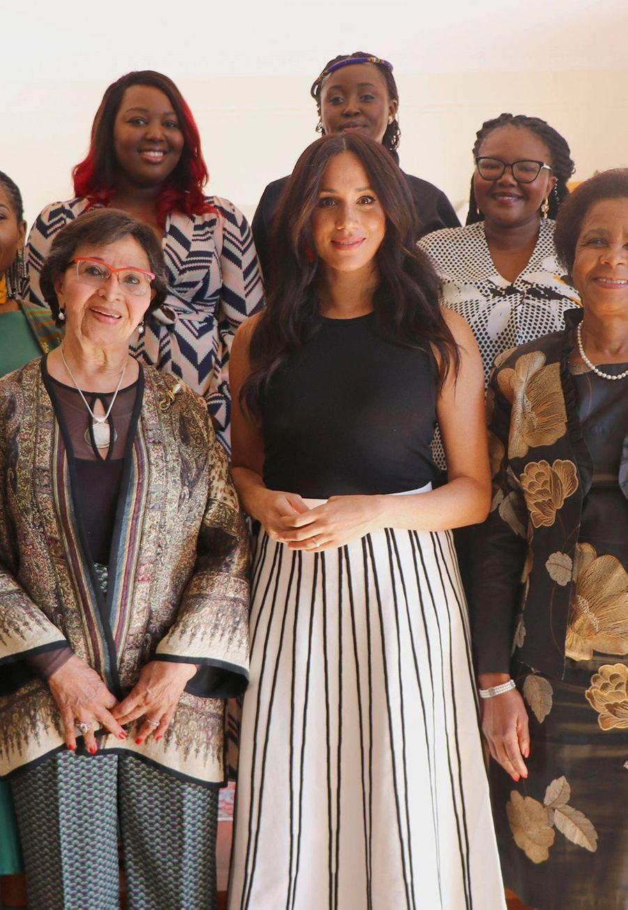 Meghan Markle invitée par un groupe de femmes activistes le 28 septembre 2019 lors de son voyage en Afrique avec le prince Harry.
