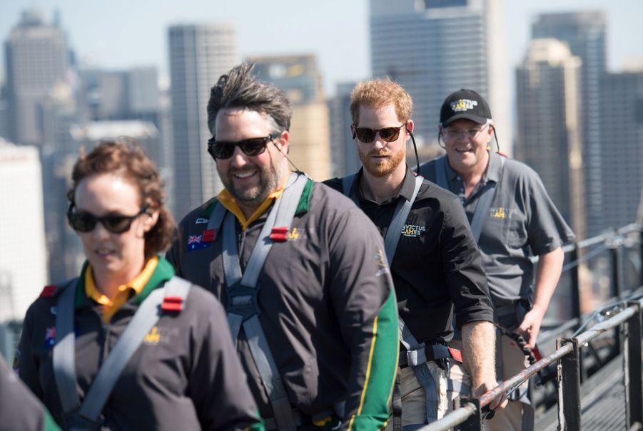 Le Prince Harry Escalade Le Sydney Harbour Bridge Pour Hisser Au Sommet Le Drapeau Des Invictus Games ( 4