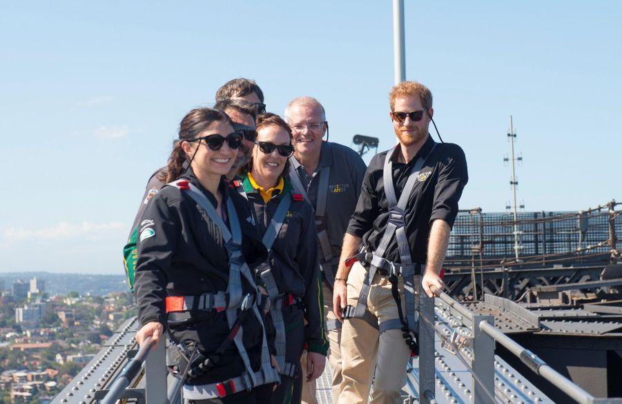 Le Prince Harry Escalade Le Sydney Harbour Bridge Pour Hisser Au Sommet Le Drapeau Des Invictus Games ( 5