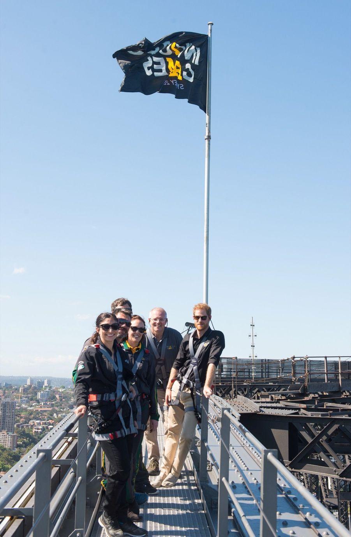 Le Prince Harry Escalade Le Sydney Harbour Bridge Pour Hisser Au Sommet Le Drapeau Des Invictus Games ( 6