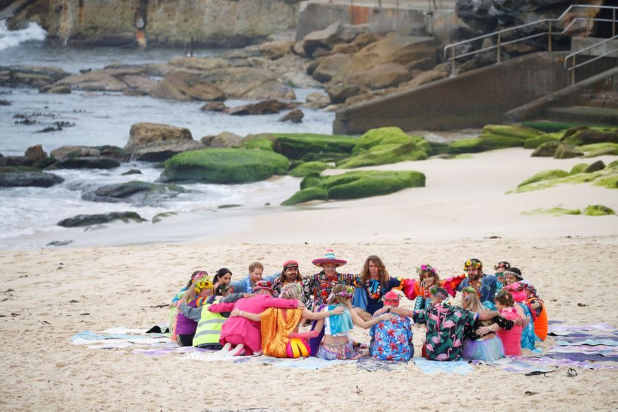 Meghan Et Harry Sur La Plage De Bondi, À Sydney ( 13