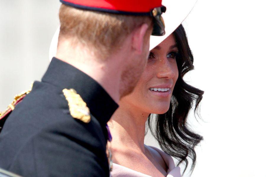 Meghan Markle et le prince Harry arrivent à Buckingham Palace