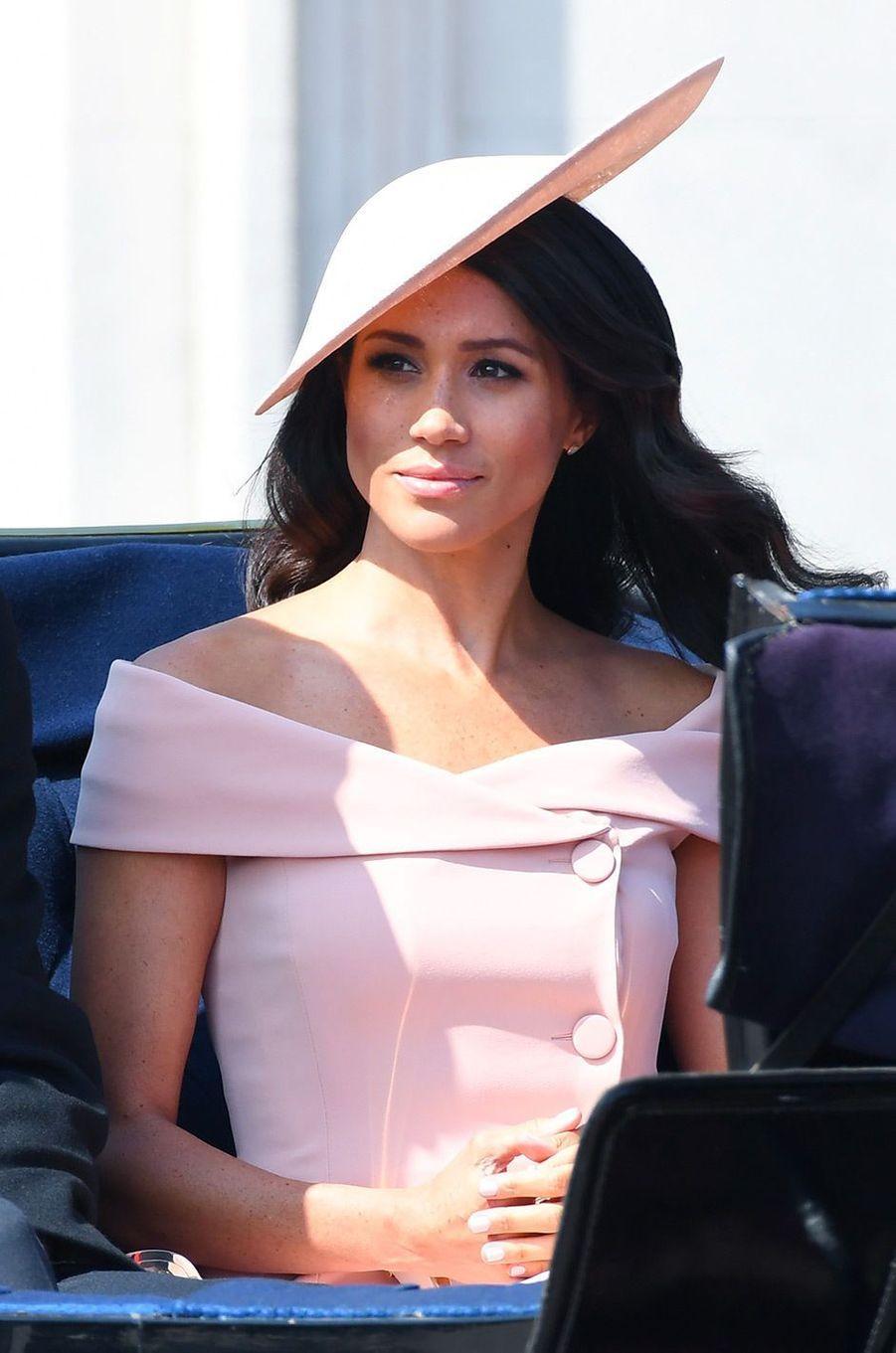 Meghan Markle arrive à Buckingham Palace