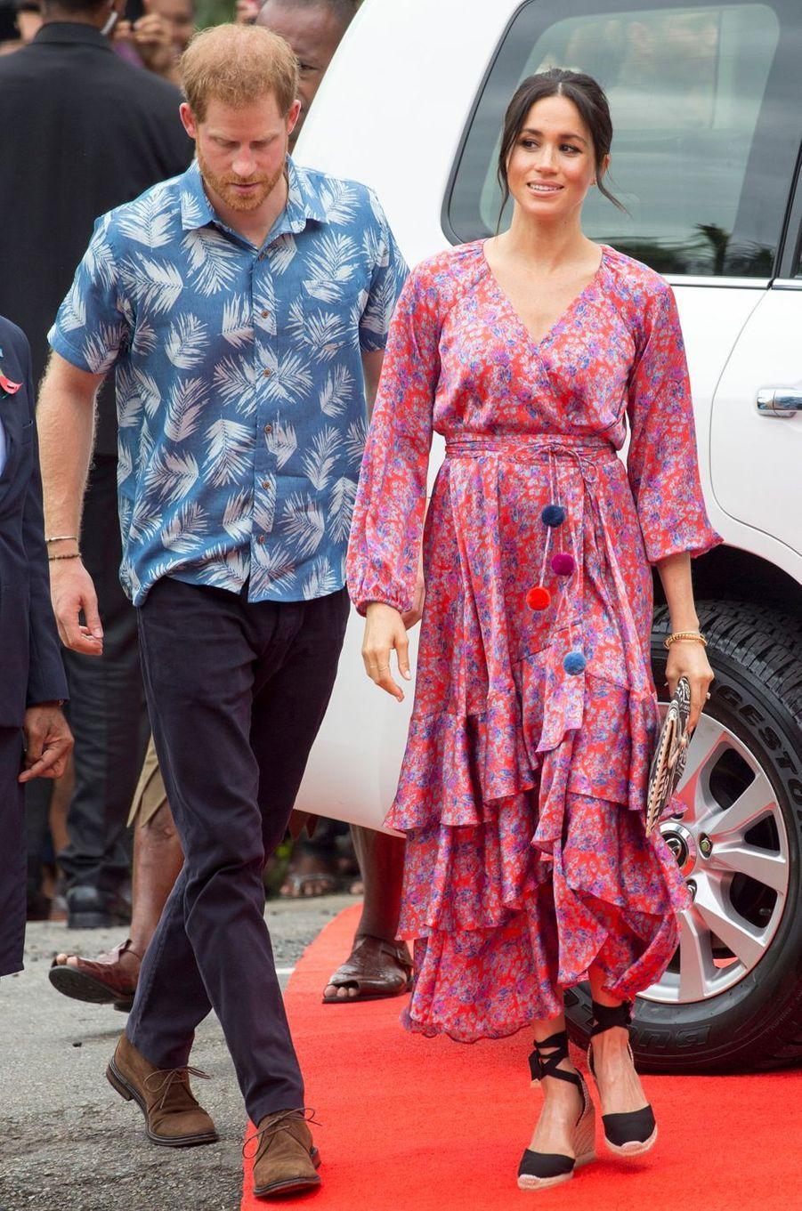 Meghan Markle, dans une robe Figue, aux îles Fidji le 24 octobre 2018