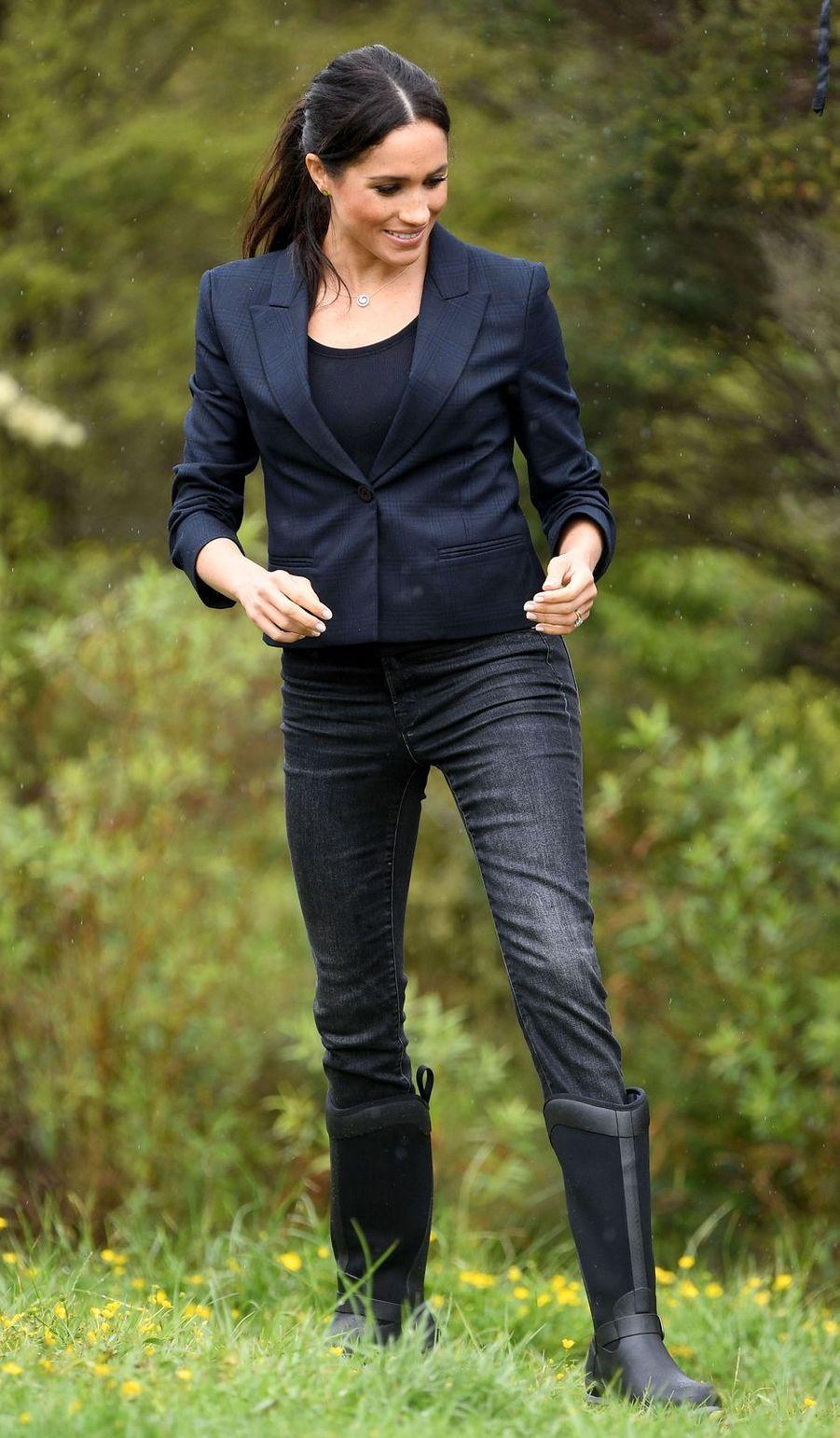 Meghan Markle, dans une veste Karen Walker, en Nouvelle Zélande le 30 octobre 2018