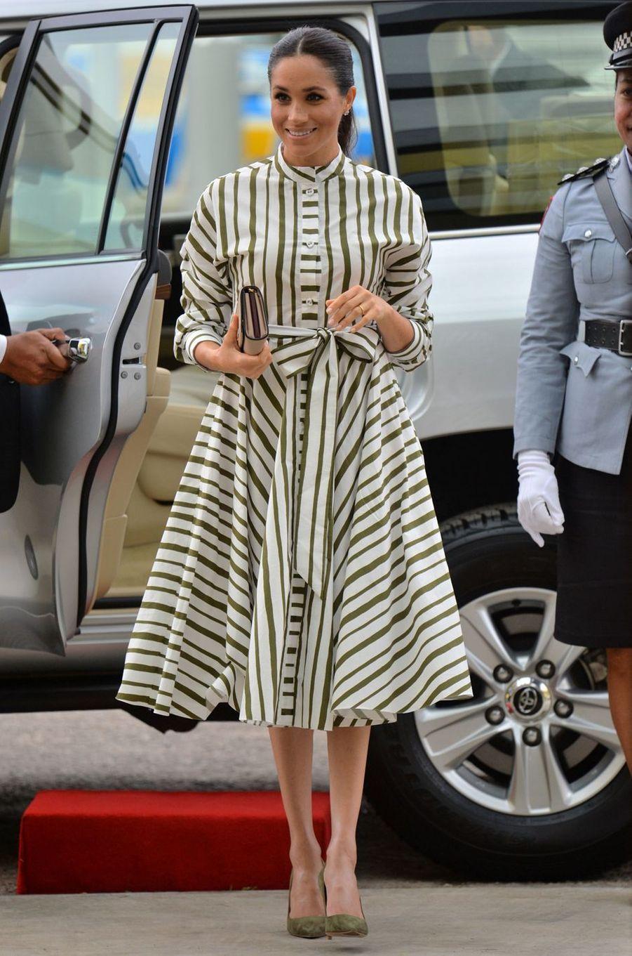 Meghan Markle, dans une robe Martin Grant, aux îles Tonga le 26 octobre 2018