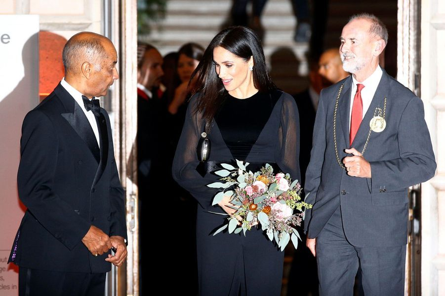 La Duchesse du Sussex Meghan Markle, l'épouse du Prince Harry, a honoré son premier engagement, mardi soir à Londres.