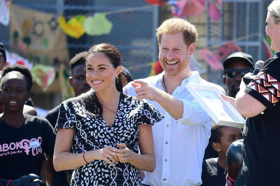Meghan Markle et le prince Harry en visite au township de Nyanga au Cap en Afrique du Sud le 23 septembre 2019