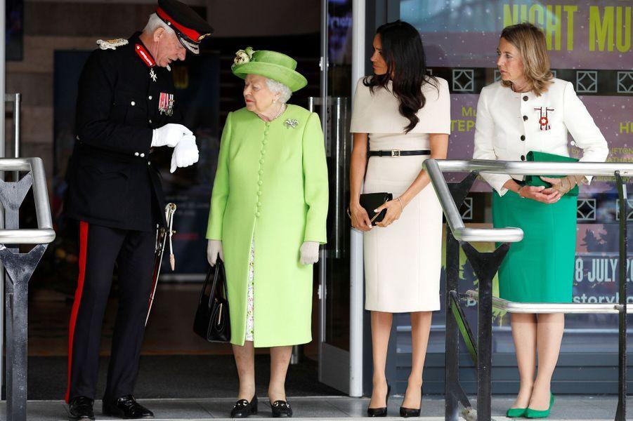 Meghan Markle, duchesse de Sussex, et la reine Elizabeth II dans le Cheshire, le 14 juin 2018