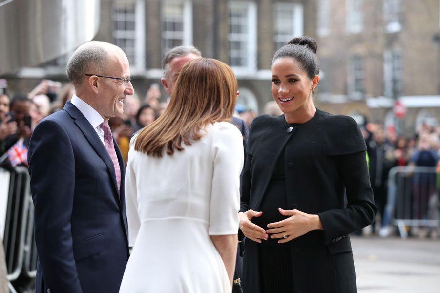 Meghan née Markle, l'épouse du prince Harry, est retournée sur les bancs de l'université dans la banlieue de Londres, pour promouvoir l'importance de l'éducation.