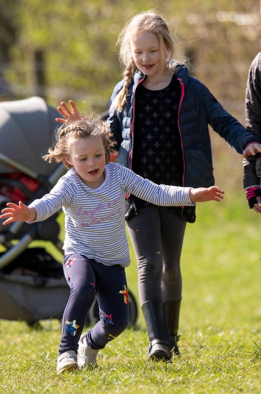 Mia Tindall et Savannah Phillips à Gatcombe Park, le 24 mars 2019