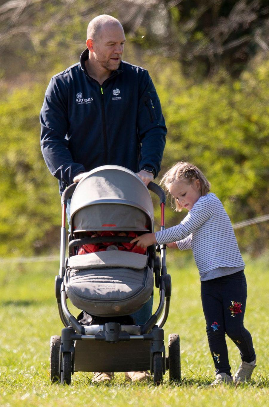 Mike Tindall et ses deux filles à Gatcombe Park, le 24 mars 2019