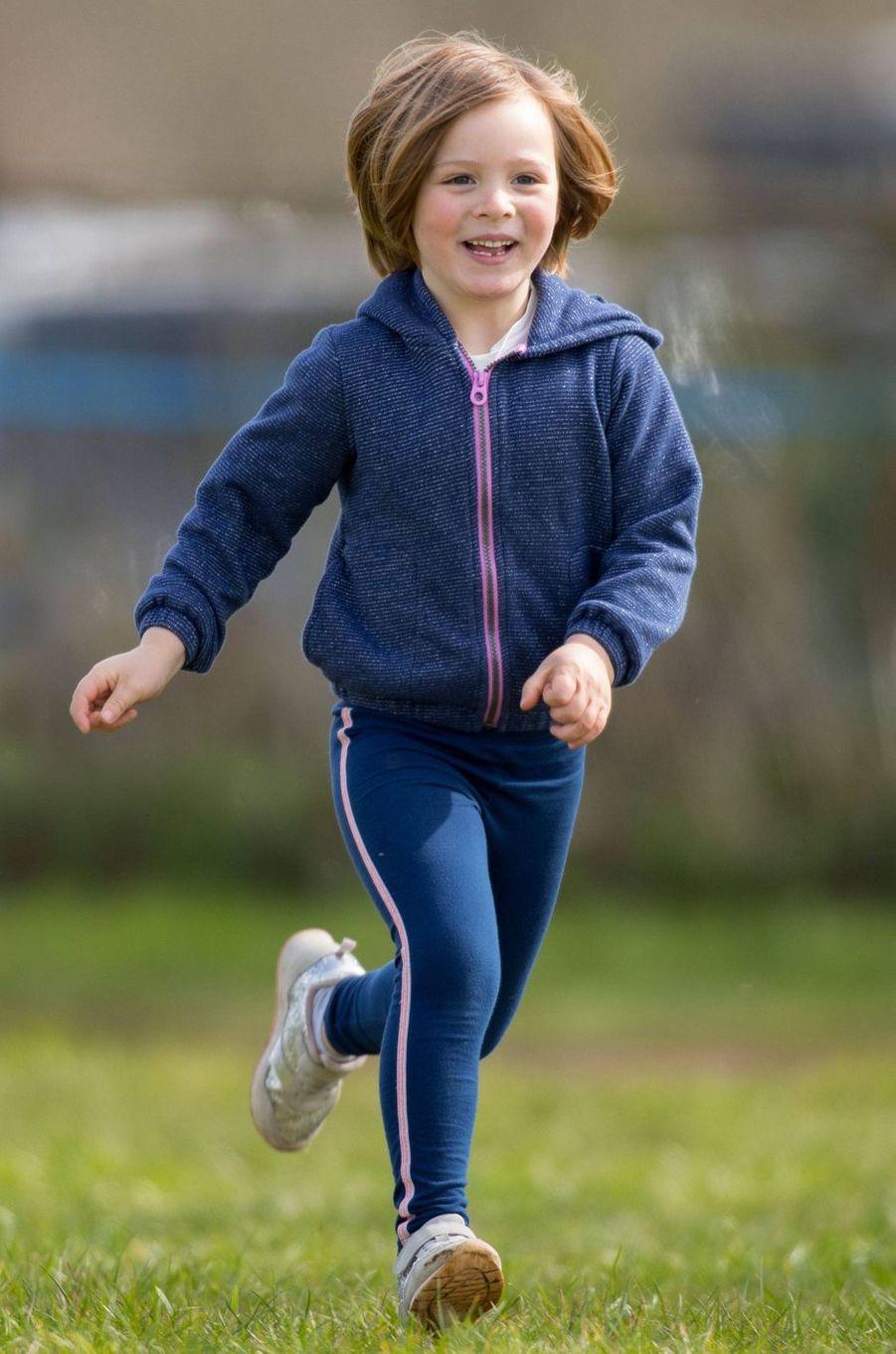 Mia Tindall, arrière-petite-fille de la reine Elizabeth II, à Gatcombe Park le 23 mars 2019