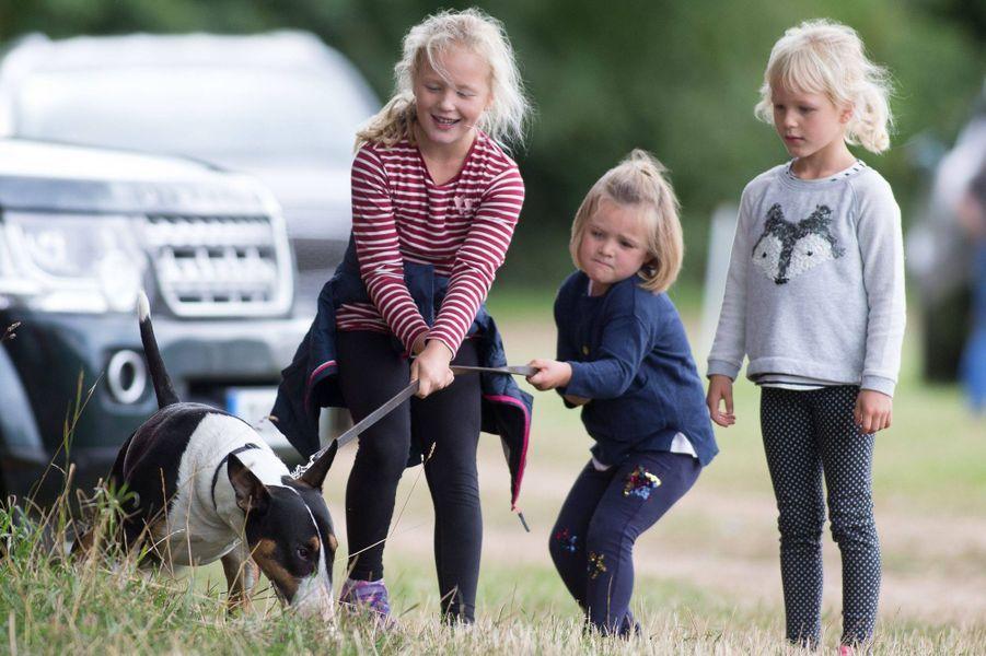 Mia Tindall à Gatcombe Park avec ses cousines Savannah et Isla Phillips, le 8 septembre 2018