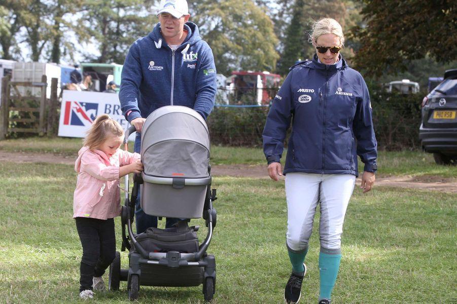 Mia Tindall avec ses parents Zara Phillips et Mike Tindall et sa petite soeur Lena à Gatcombe Park, le 9 septembre 2018