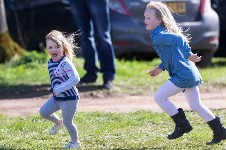 Mia Tindall et Savannah Phillips à Gatcombe Park, le 25 mars 2017