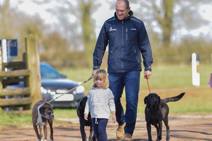 Mike et Mia Tindall à Gatcombe Park, le 26 mars 2017