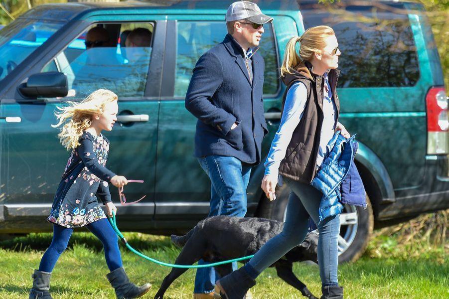 Peter, Autumn et Savannah Phillips à Gatcombe Park, le 26 mars 2017