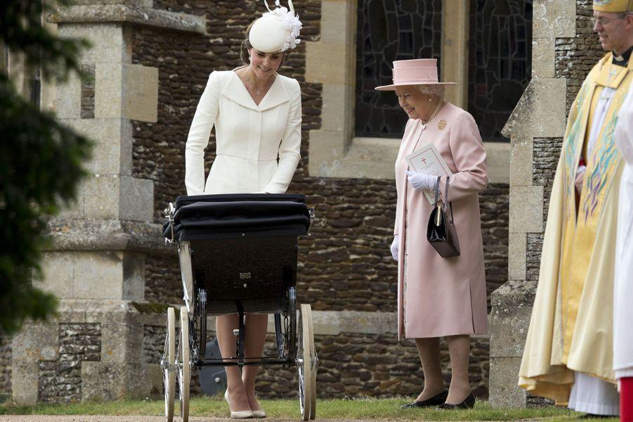 Kate et la reine au baptême de la princesse Charlotte
