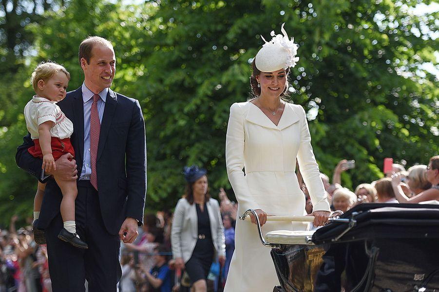 Kate, William, George au baptême de la princesse Charlotte