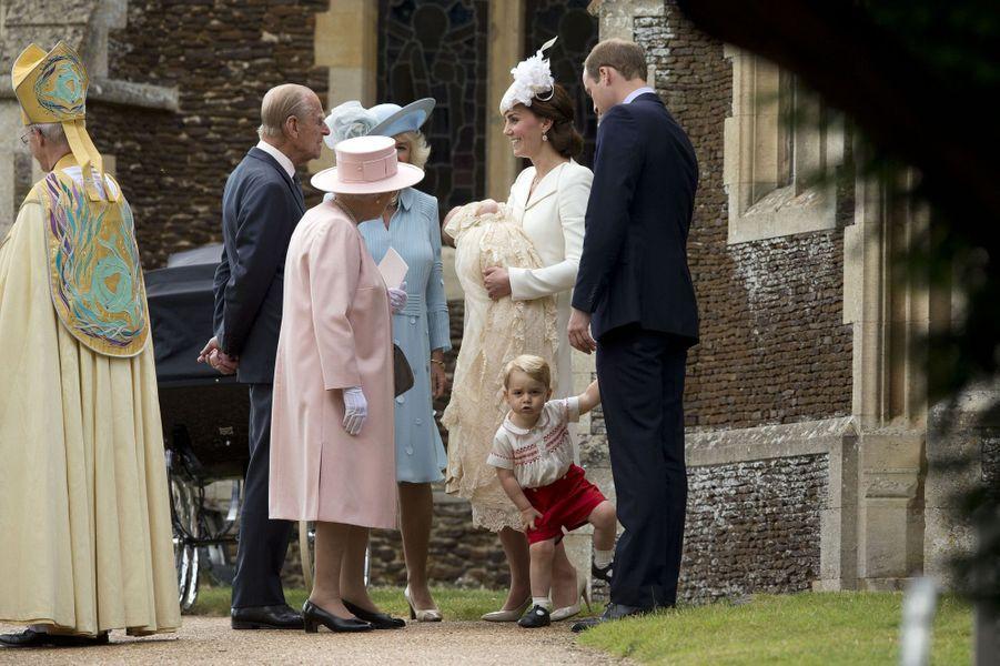 Kate, William, George et la famille royale au baptême de la princesse Charlotte