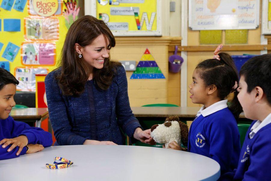 La duchesse de Cambridge, née Kate Middleton, avec les enfants de l'association Place2Be