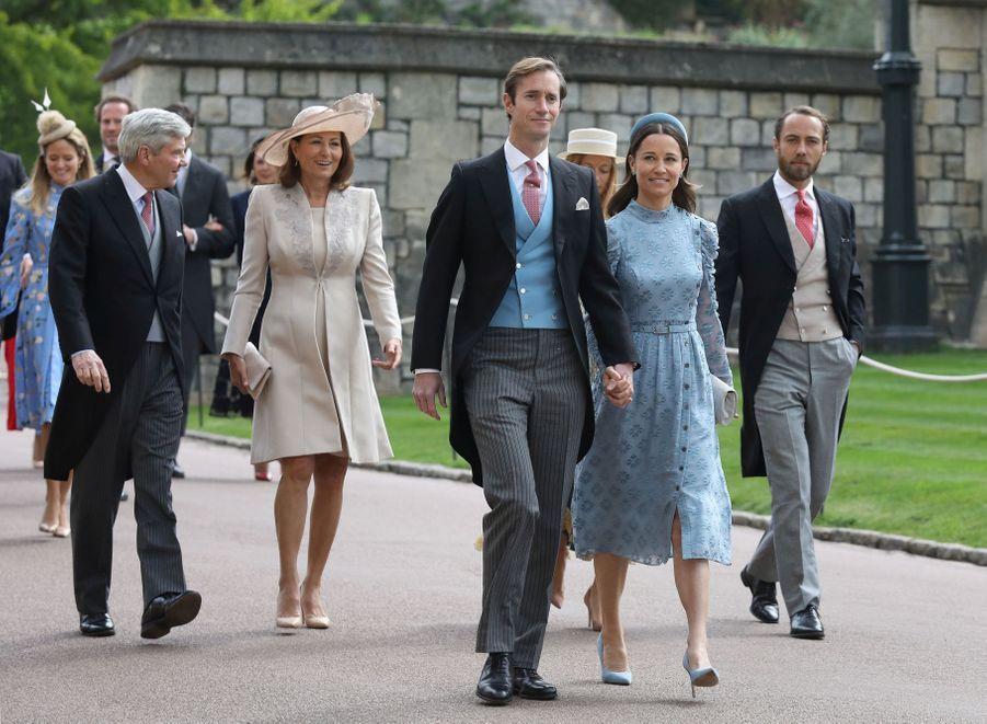 Pippa Middleton entourée de son mari James Matthews, de ses parents Carole et Michael Middleton et de son frère James Middleton à Windsor le 18 mai 2019