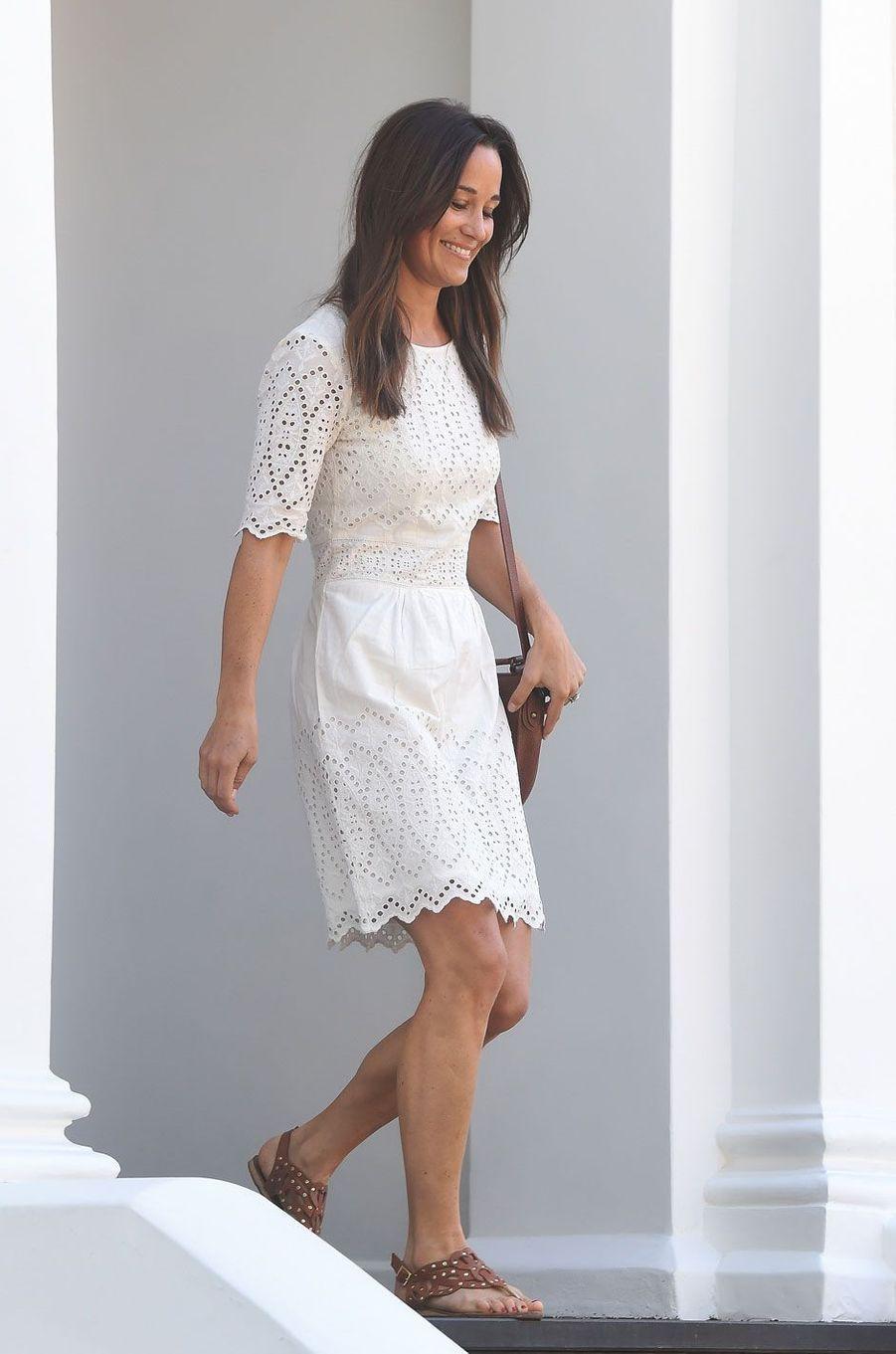 Pippa Middleton, radieuse, arborait une superbe bague de fiançailles