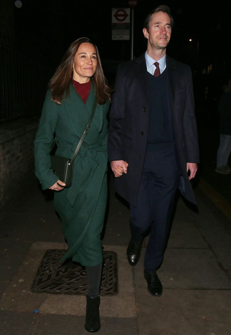 Pippa Middleton et James Matthews arrivent à St Luke's Church à Londres pour assister à un concert de Noël organisé par The Henry van Straubenzee Memorial Fund le 4 décembre 2019.